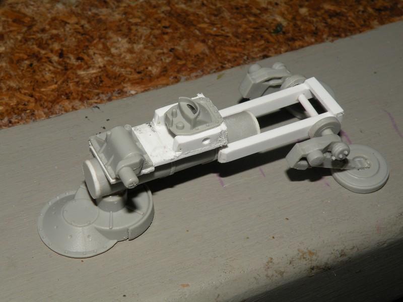 Robot marcheur....début de la fin de la peinture..... !!! Dscn9127
