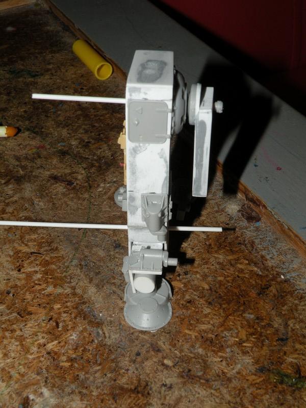 Robot marcheur....début de la fin de la peinture..... !!! Dscn9139