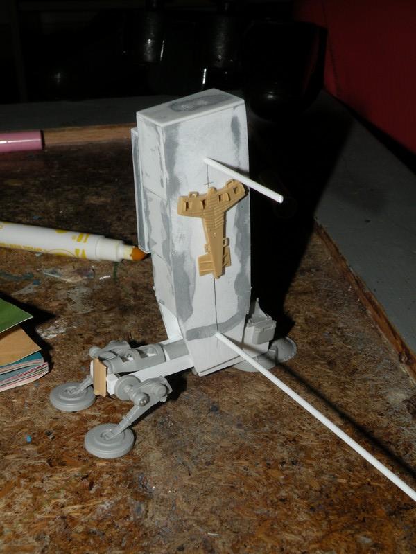 Robot marcheur....début de la fin de la peinture..... !!! Dscn9140