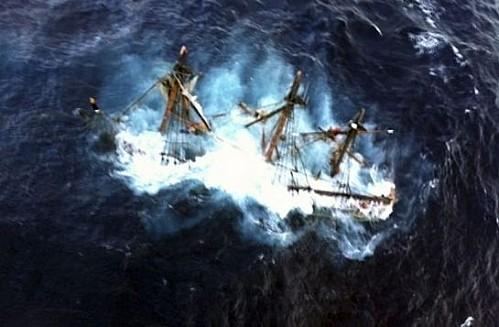 Le Bounty disparait lors de l'ouragan Sandy. Hms-bo10