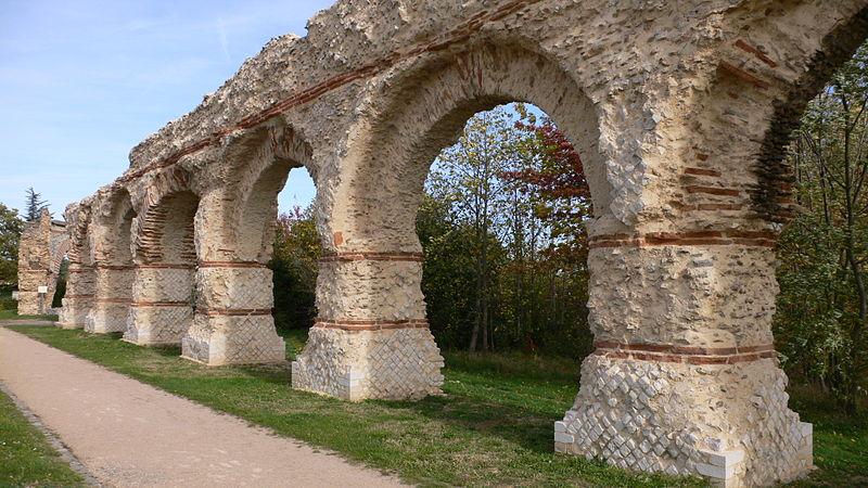 Aqueduc Romain du Gier 800px-10