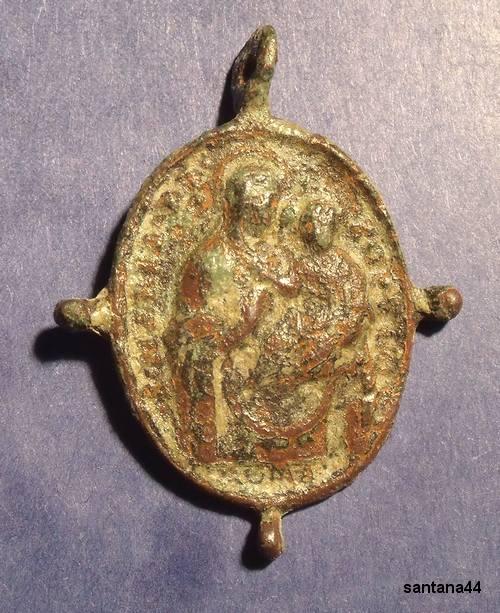 Médaille XVIIème - Avers : Vierge à l'Enfant - Revers St-Augustin d'Hippone Dscf7721