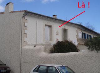 Enigme 13 - Façade maison face à la pompe des écoles. Croix-11