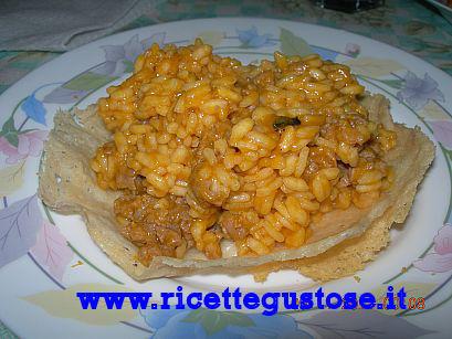 RISOTTO CON ZUCCA E SALSICCIA (SERVITO SU CIALDA DI PARMIGIANO) , Ricetta fotografata su www.ricettegustose.it Risott11
