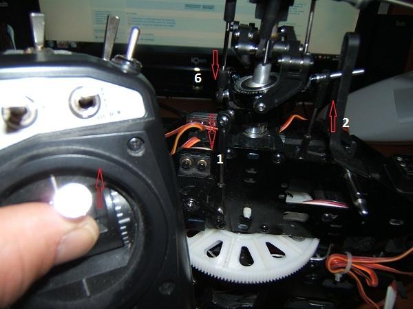 Emplacement et sens de fonctionnement des servos du cyclique Dscf3919