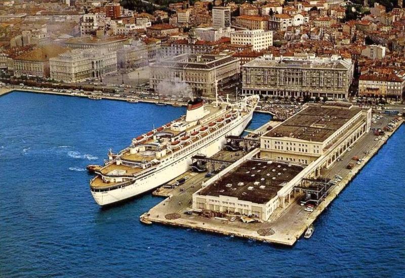 'Cristoforo Colombo' - Italia nav. - 1953 007bia10