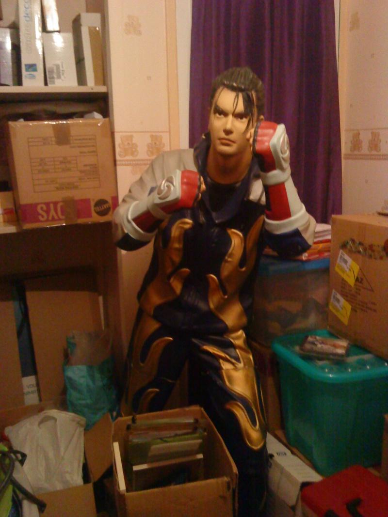 [Ech] Statue Jin Kazama contre borne arcade Jin110