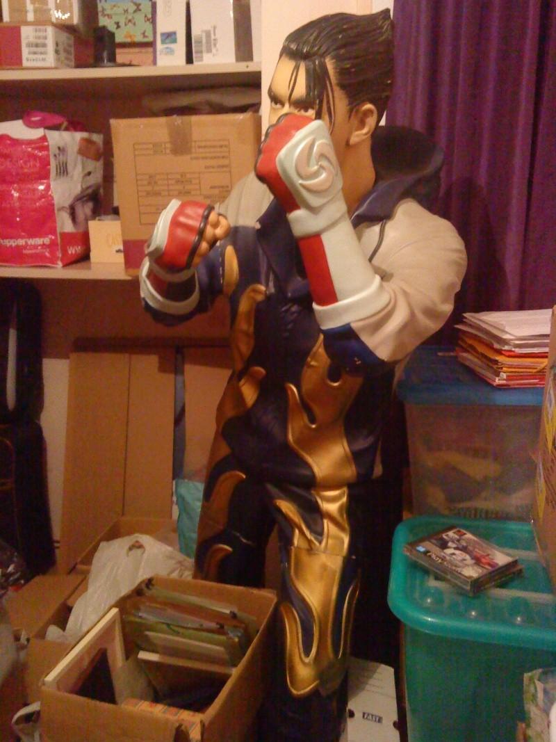 [Ech] Statue Jin Kazama contre borne arcade Jin210