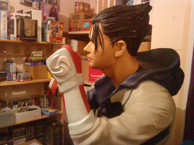 [Ech] Statue Jin Kazama contre borne arcade Jin310