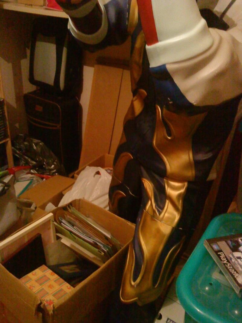 [Ech] Statue Jin Kazama contre borne arcade Jin410