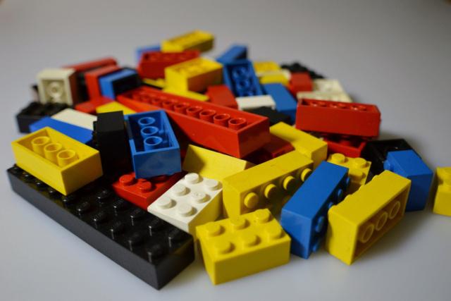 Jeu du multicolore - Page 4 Lego-f10