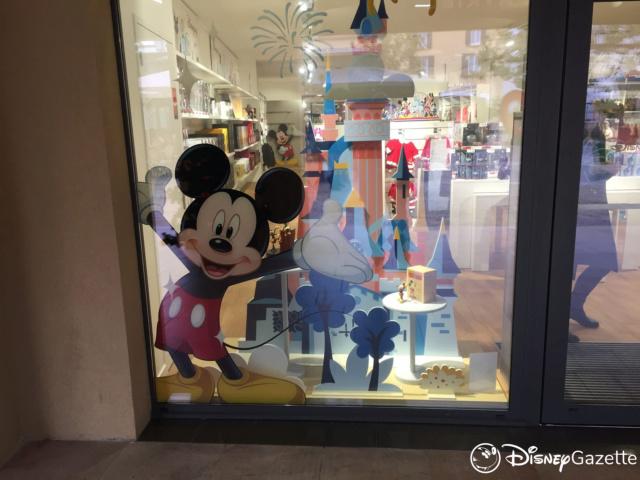 Les boutiques Disney Store FR en général - Page 21 Dlp-bo12
