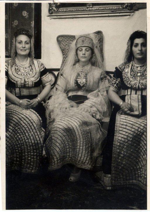 SOIR DU HENNE AVEC  LA KESOUA EL KBIRA (grande robe en arabe) - Page 3 Coty_g10