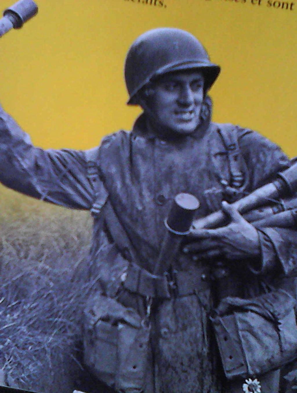 soldat US avec grenade à manche allemande  A_qui_10