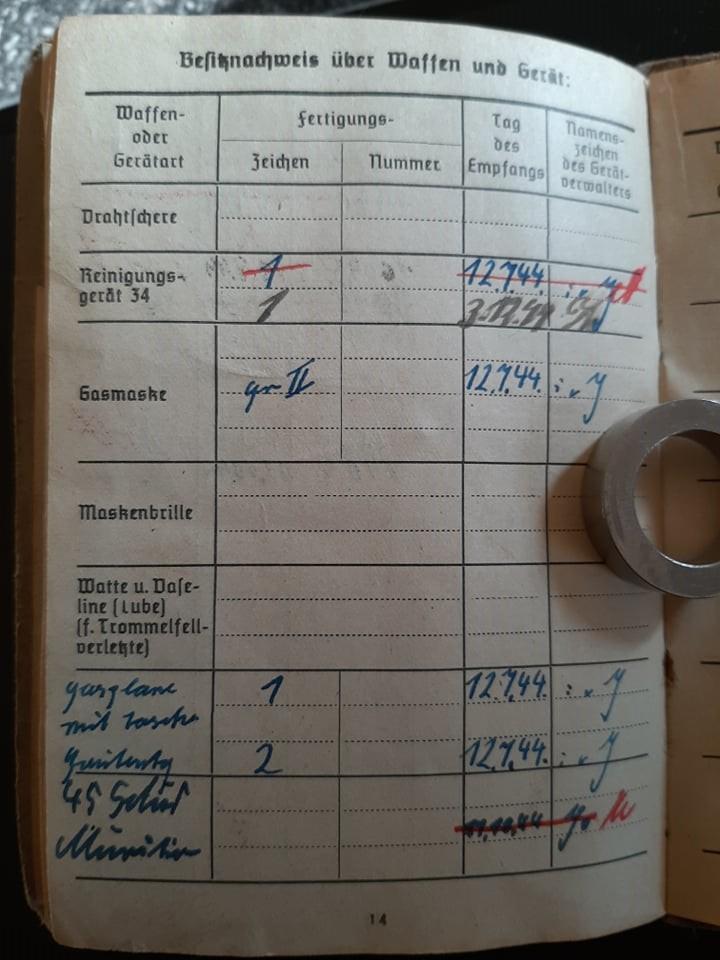 """Soldbuch  SS Pionier """" HOHENSTAUFEN """" 82343410"""