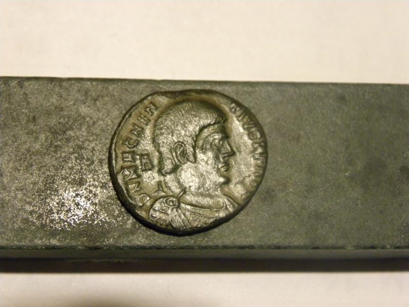 Magnence imperator Monnai12