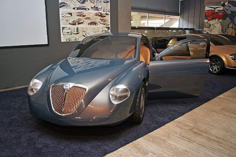 Lancia Thesis 800px-11
