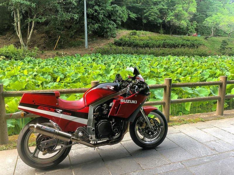 Suzuki GSX-R Slabside 750 (85-87) et 1100 (86-88) Sujet N°2 - Page 4 37294410