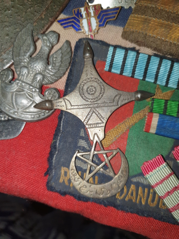lot rubans médailles, insigne inconnu? 20200714