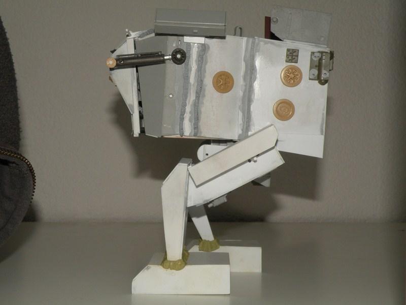 Robot marcheur....début de la fin de la peinture..... !!! - Page 6 Dscn9711