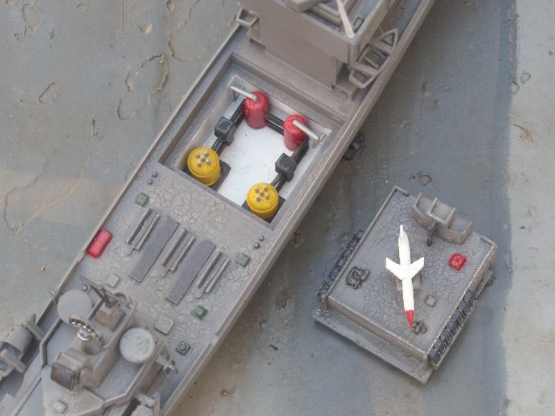 USS Long Beach sorti du nuage atomique Humbrol...  Lb0710