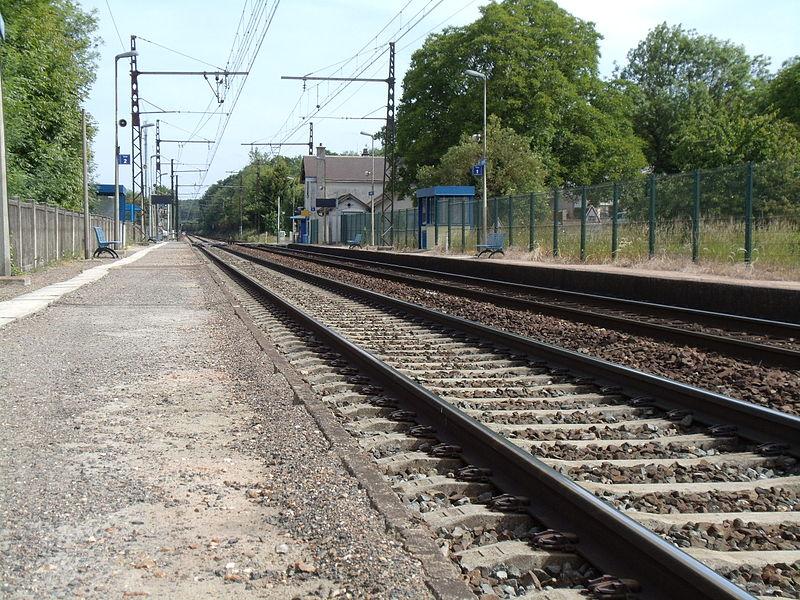 [28] Gares d'Eure-et-Loir 800px-18