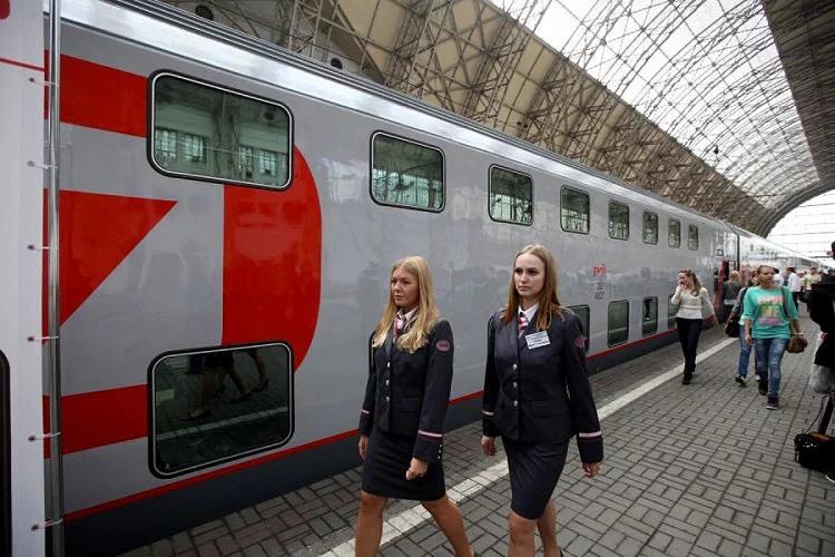 Fédération de Russie : Des trains express russes à deux niveaux de jour et de nuit Mm10