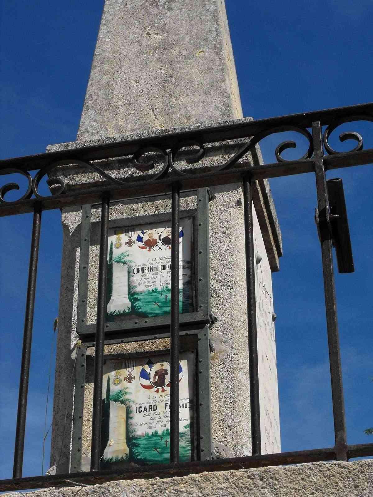 [Histoires et Histoire] Monuments aux morts originaux Français Tome 1 - Page 3 Monfor12