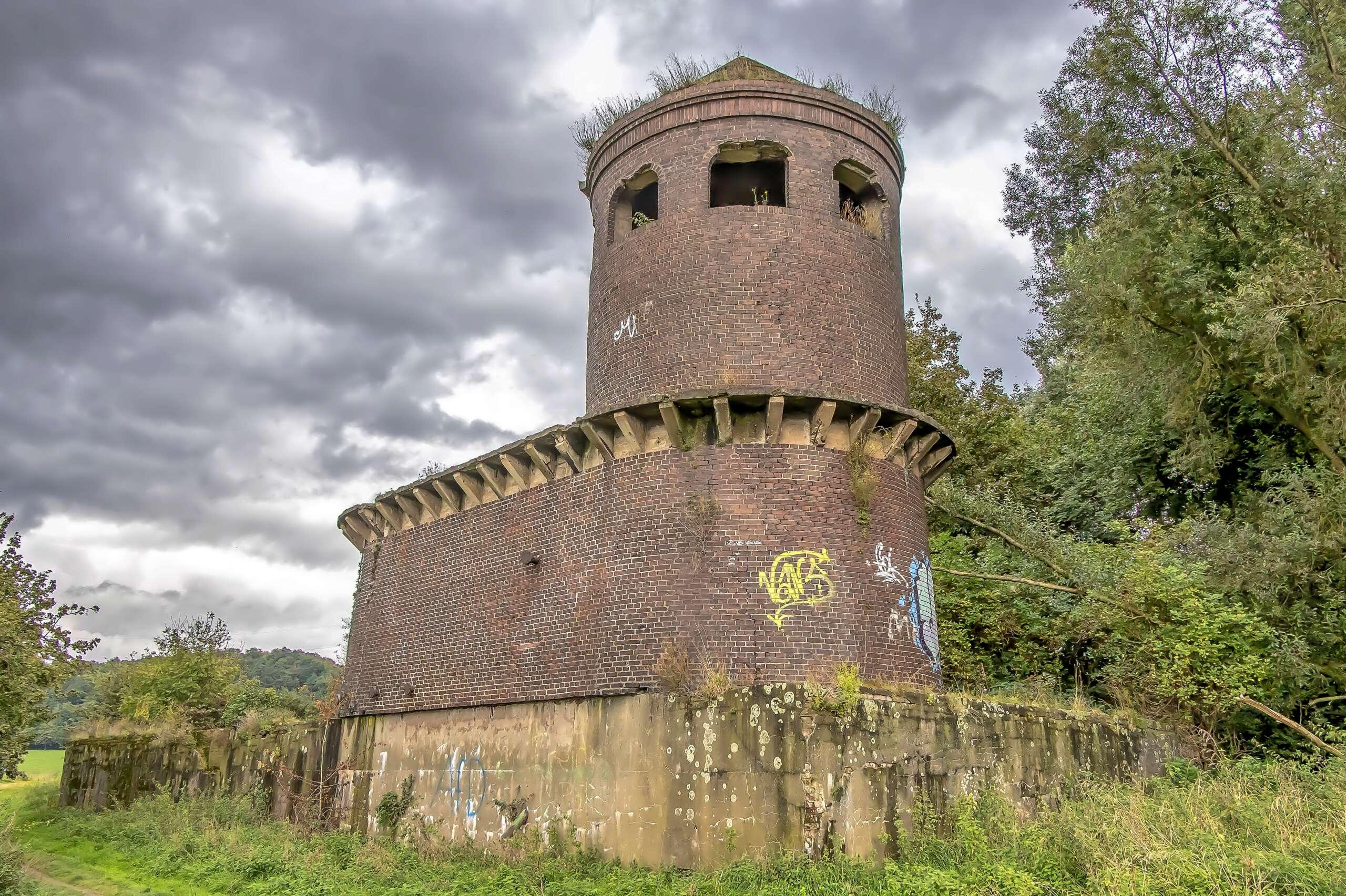 Turm in Duisburg Alsum 537