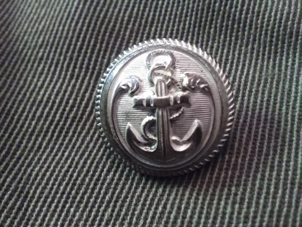 Les boutons d'officier et homme de troupe des Troupes coloniales Img_2029