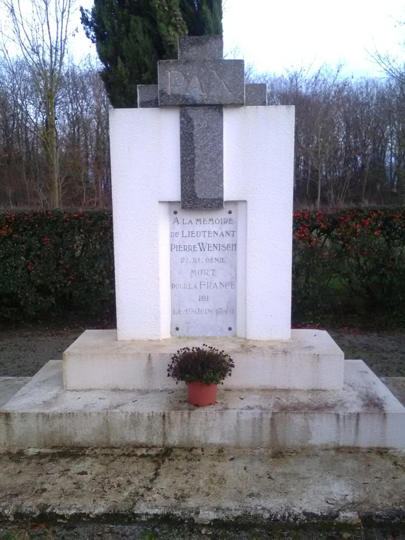 Monument à la mémoire de Pierre Wenisch - 1940 - Freigné/Candé Img_2454