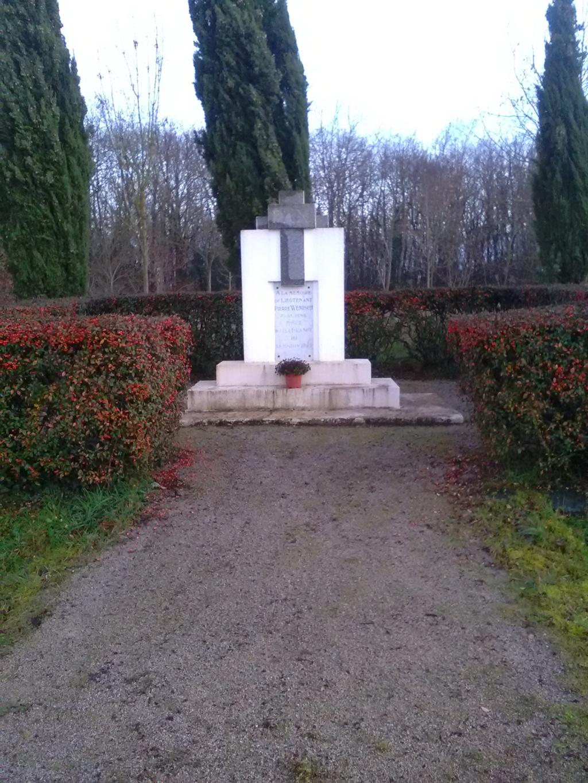 Monument à la mémoire de Pierre Wenisch - 1940 - Freigné/Candé Img_2455