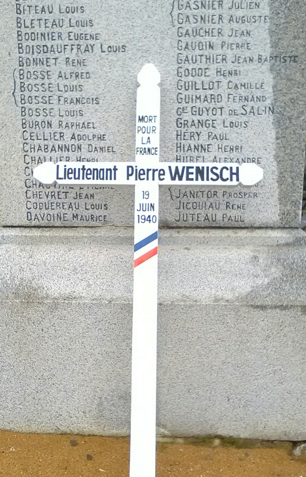Monument à la mémoire de Pierre Wenisch - 1940 - Freigné/Candé Img_2458