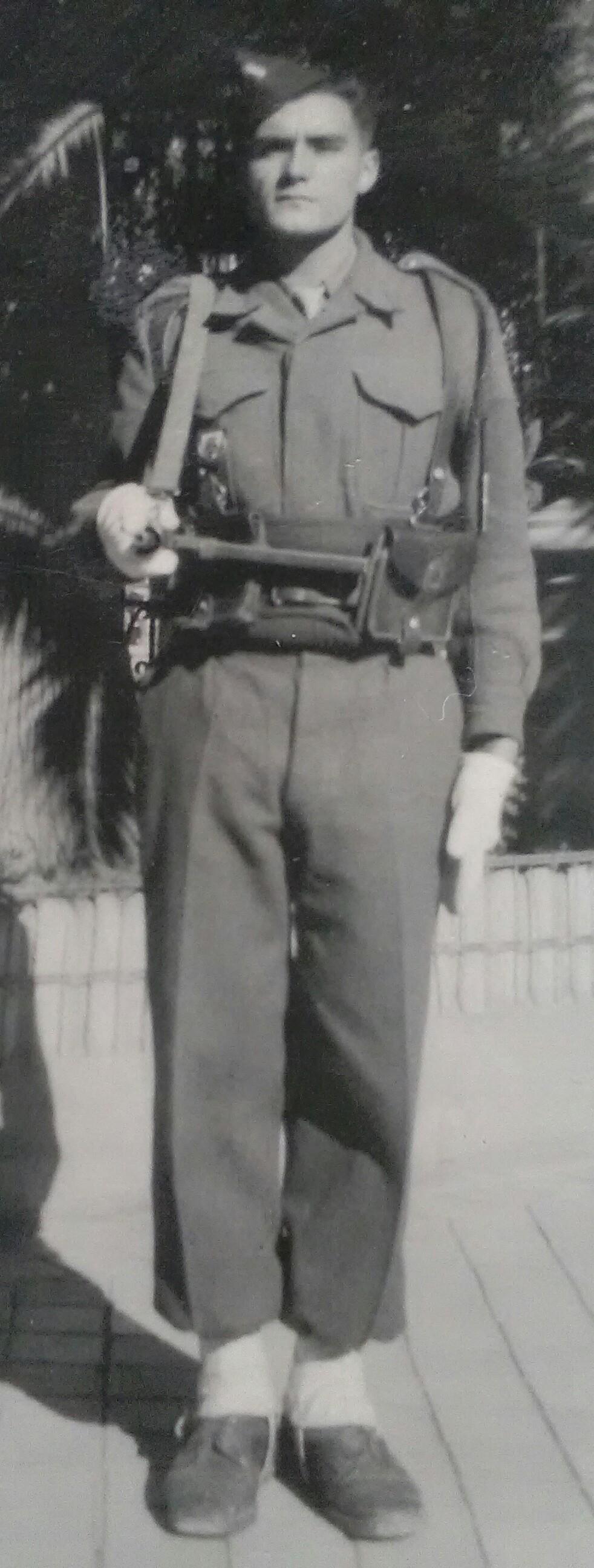Tunis - 1949 : la garde de la Résidence Img_2688