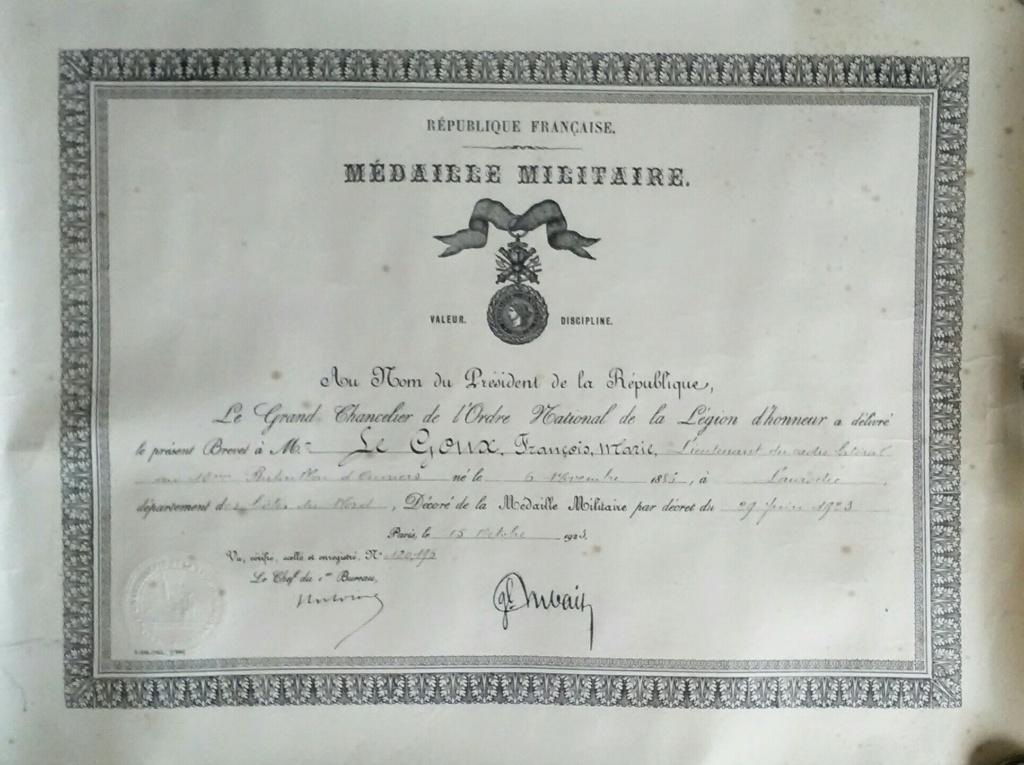 La médaille militaire pour le le lieutenant LE GOUX - Artillerie - 1923 Img_2807