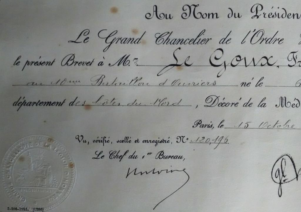 La médaille militaire pour le le lieutenant LE GOUX - Artillerie - 1923 Img_2808