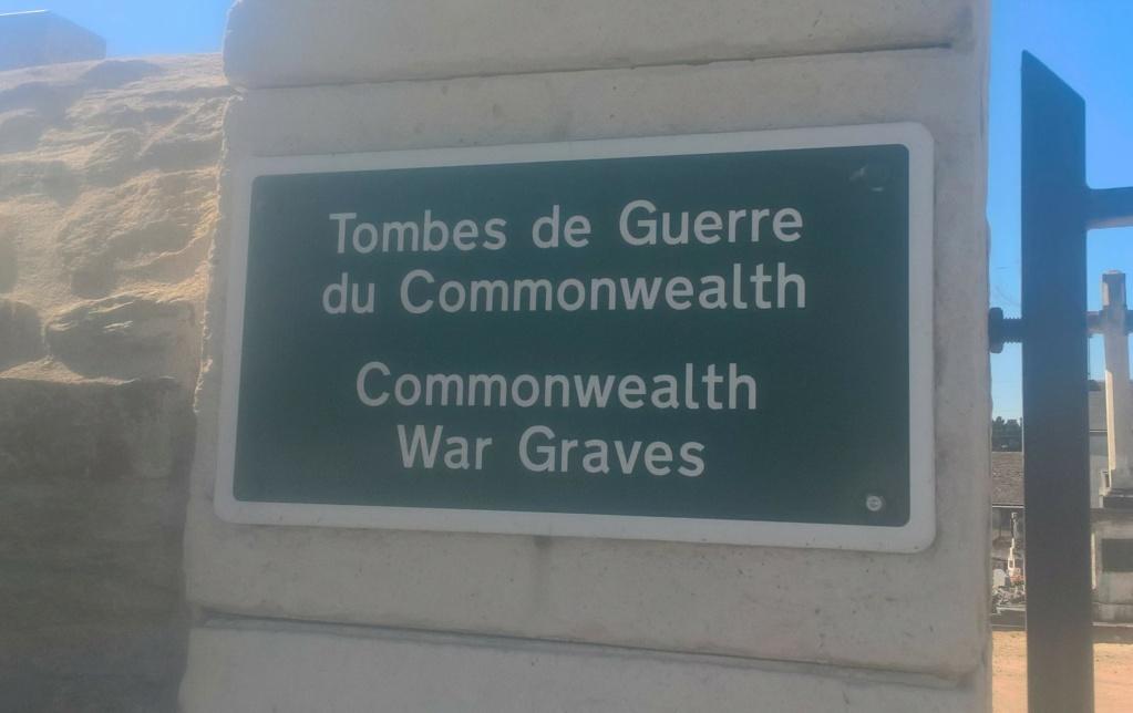 Sépultures de deux aviateurs canadiens tués le 25 juillet 1944 - Rialeg Wp_20690