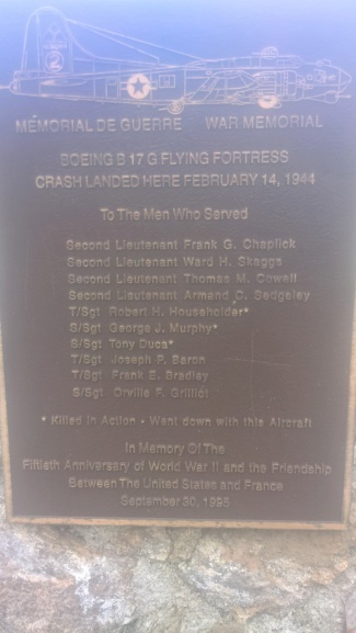 Stèle - avion B17 - 14 février 1944 - Calvi Wp_20701