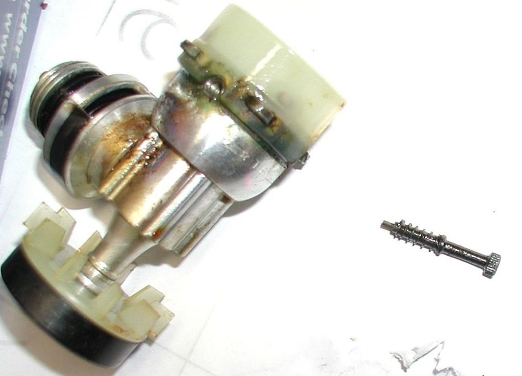 Broken needle, any ideas? Cox_m114