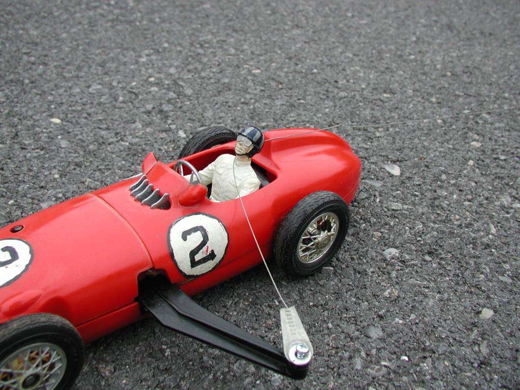 The number 2 Cox Mercedes - It's alive......... Cox_m162