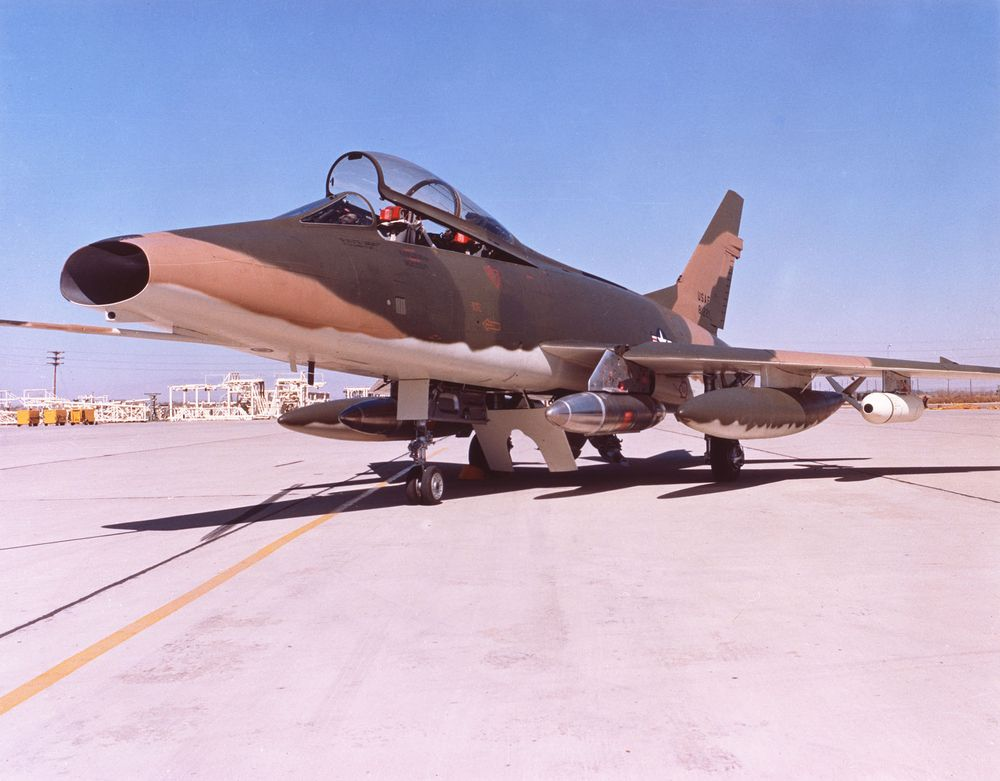 Anyone think that this may be a buildable/flyable C/L model? F-100_13