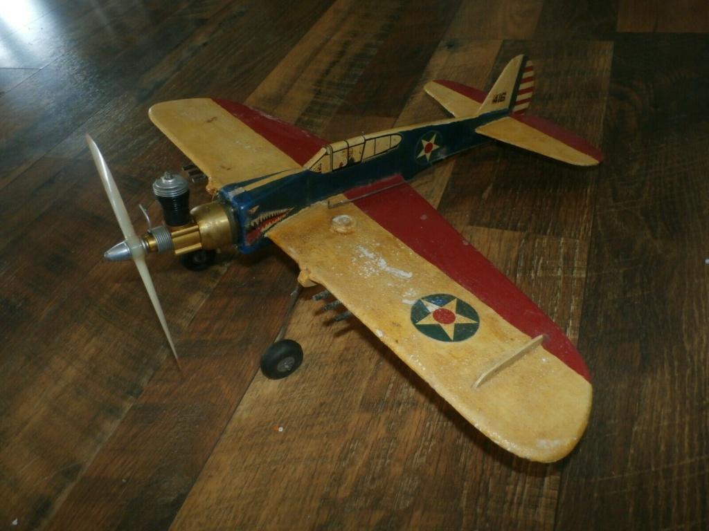 Slumin' in the Fly-em's junkyard P-40is10