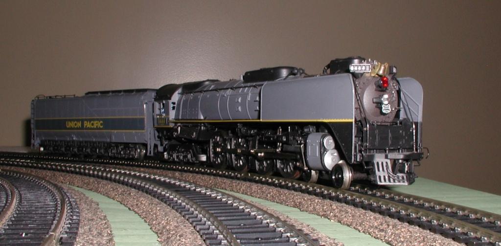 Rivarossi's FEF locomotive P1010175