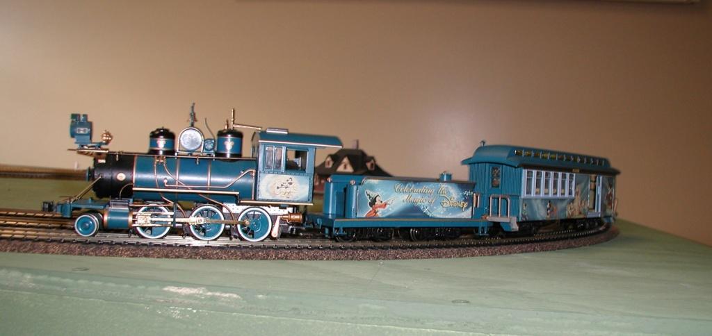 ON3O novelty locomotive runs well P1010181