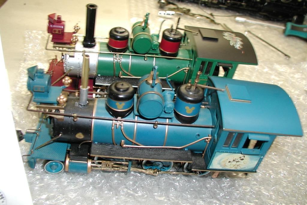 ON3O novelty locomotive runs well P1010183