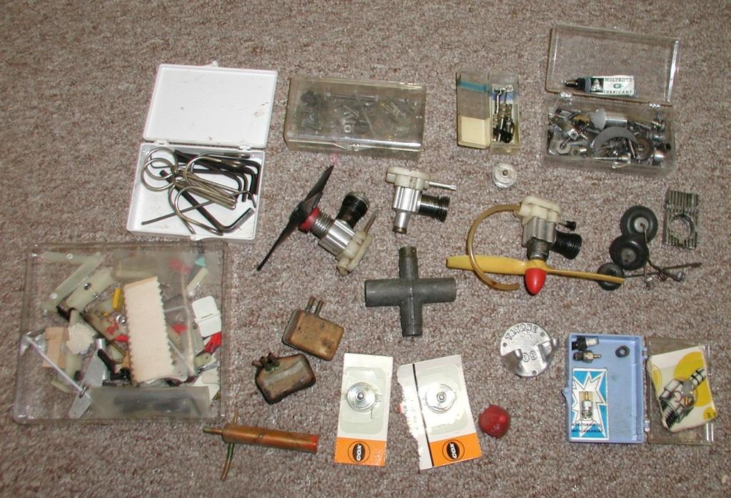 Flea Market single box - Good stuff, Stupid  stuff, Throw-away stuff P1011188