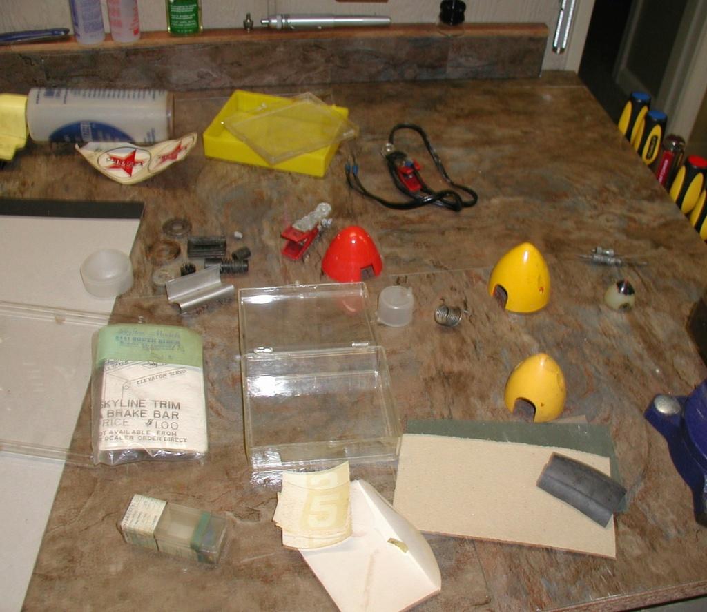 Flea Market single box - Good stuff, Stupid  stuff, Throw-away stuff P1011189