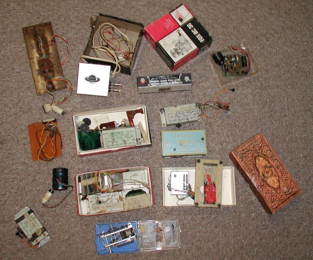 Flea Market single box - Good stuff, Stupid  stuff, Throw-away stuff P1011190
