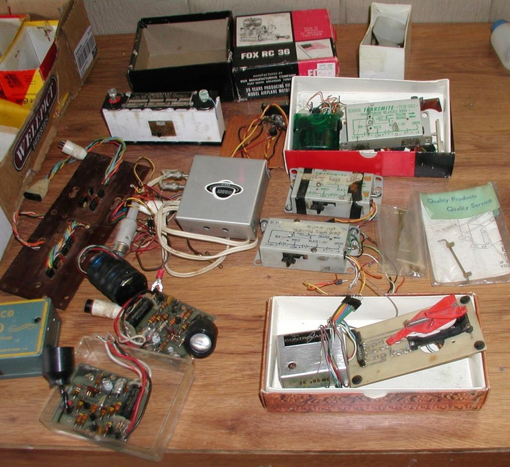 Flea Market single box - Good stuff, Stupid  stuff, Throw-away stuff P1011196