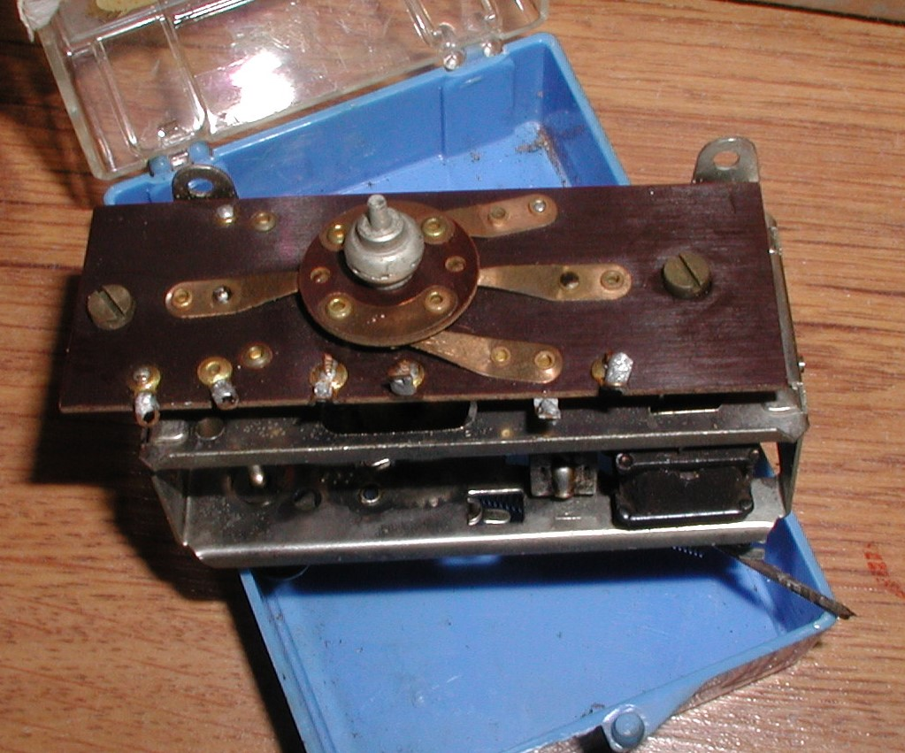 Flea Market single box - Good stuff, Stupid  stuff, Throw-away stuff P1011197